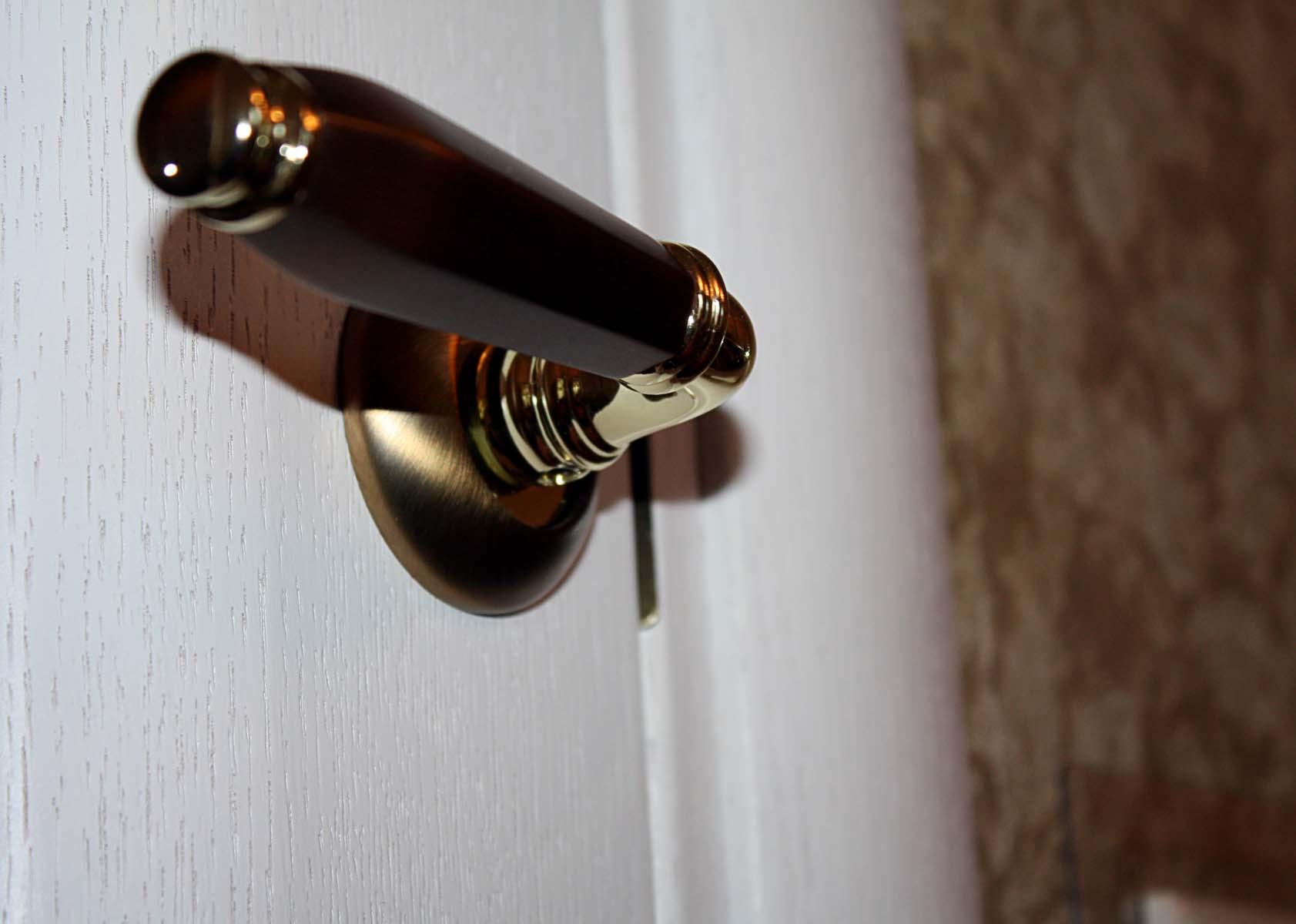 ручка на дверь в зал