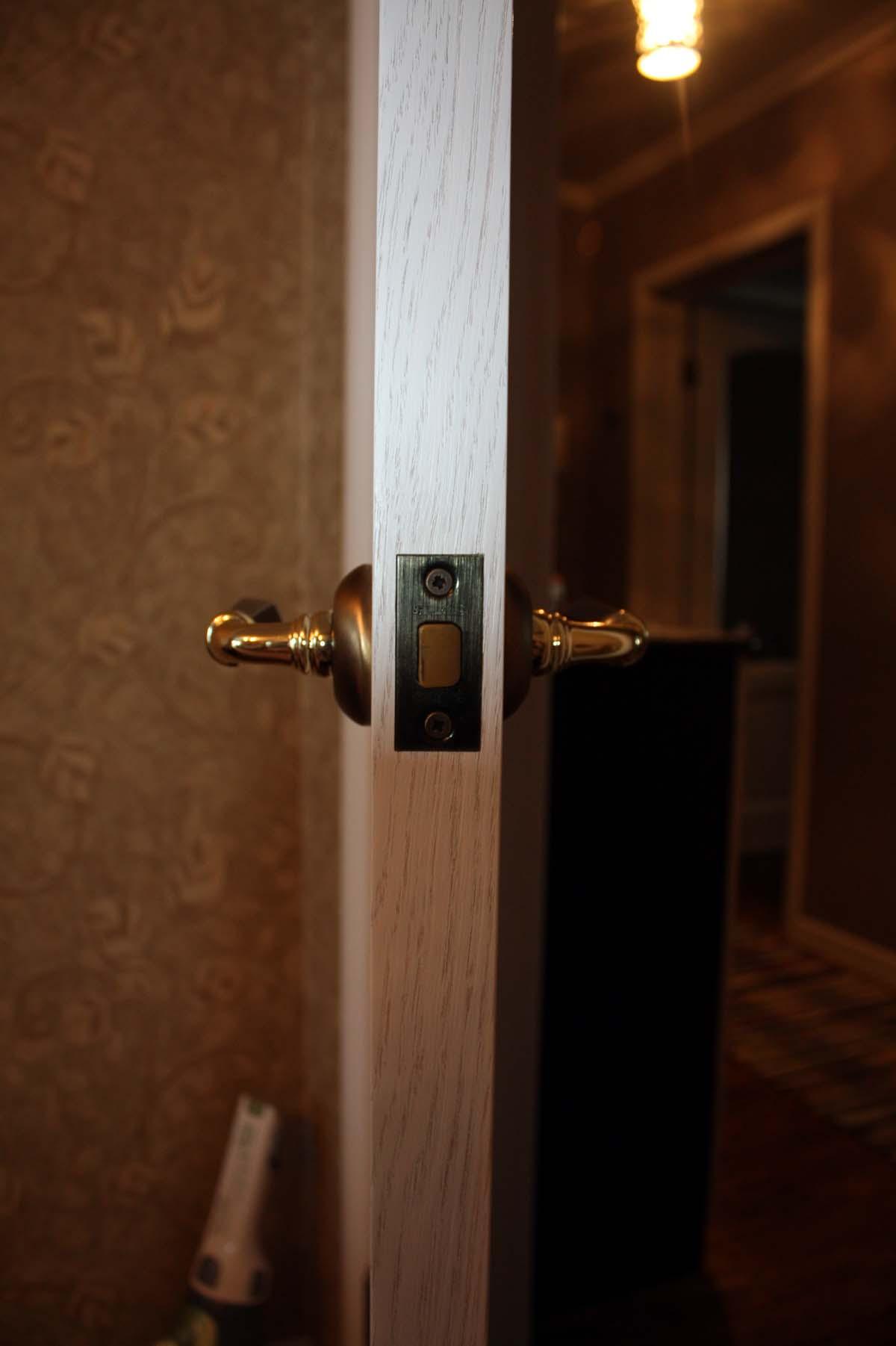защелка на дверь в зал